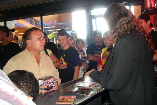 Paul Gillman firmó autógrafos en Punto Fijo